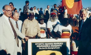 Sir Ninian Stephen, then governor general of Australia, formally hands back Uluru (previously known as Ayers Rock) to its Indigenous owners in 1985.