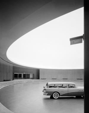 General Motors Technical Center. Eero Saarinen. Warren, MI, 1950