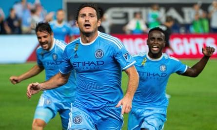 Frank Lampard with David Villa and Stiven Mendoza