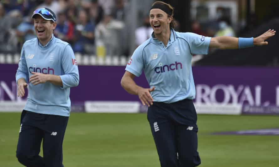 Eoin Morgan (left) celebrates with Tom Curran after picking up a wicket against Sri Lanka.