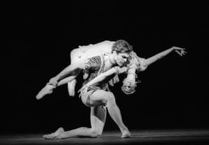 Viviana Durante and Stuart Cassidy in Thais Pas De Deux