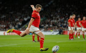 Three minutes in it's first blood to Wales when Dan Biggar slots the ball between the posts