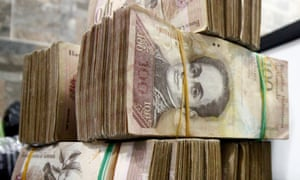 Venezuela is withdrawing the 100 bolivar bill to thwart 'mafias' accused of hoarding cash in Colombia.