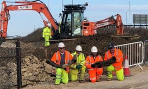 excavator operator Darren Hickman, Bill Boismier, Steve Sherlock and Dai Davies with a mammoth tusk and woolly rhino skull.