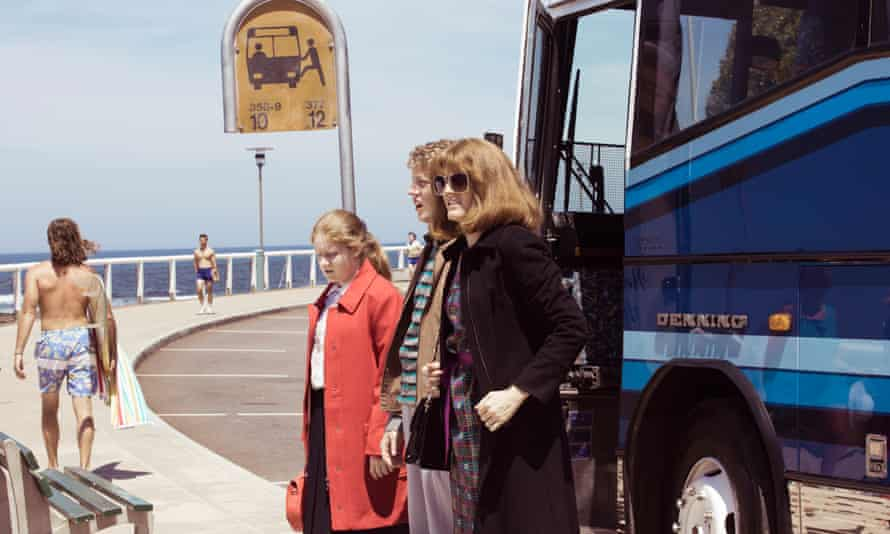 Sammy (Sarah Kendall), Tess (Maggie Ireland-Jones), and Lenny (Frazer Hadfield) get off a bus, in Frayed