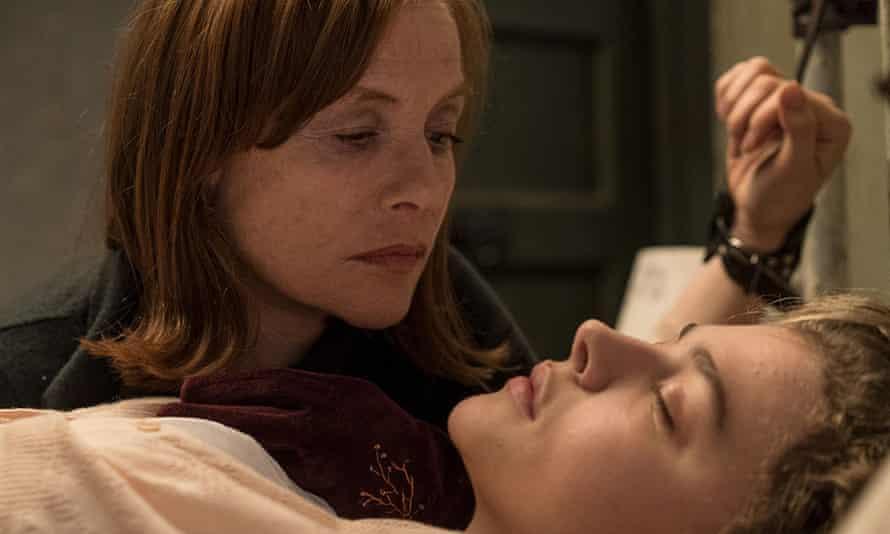 Isabelle Huppert and Chloë Grace Moretz in Greta.