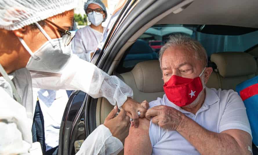 Lula da Silva receives a dose of coronavirus vaccine in Sao Bernardo do Campo last Saturday.