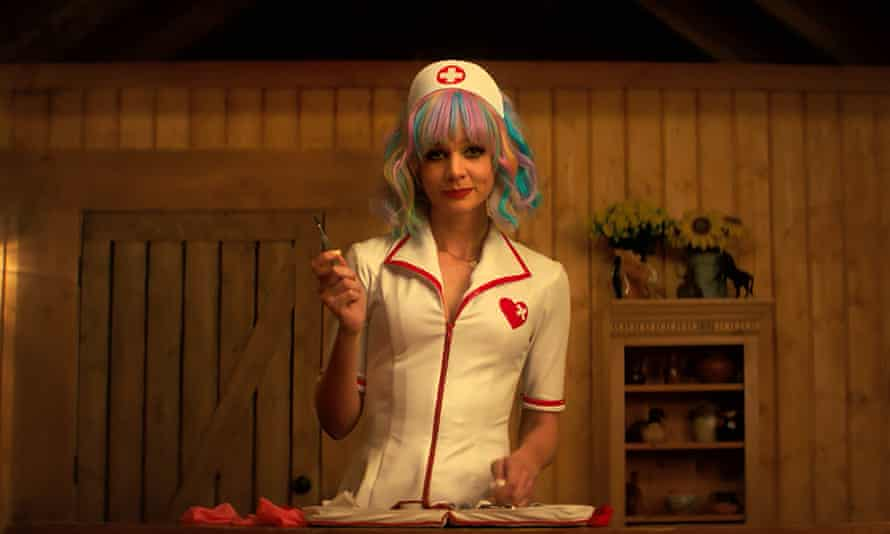 Cassie's nurse outfit in Promising Young Woman