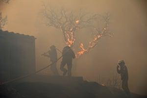 Firefighters battle the blaze in Pocilgais