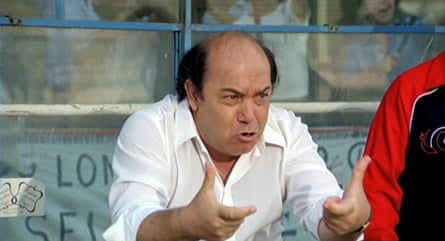 Lino Banfi plays the hapless Serie A manager, a forerunner to the role taken by Ricky Tomlinson in the 2001 English film.