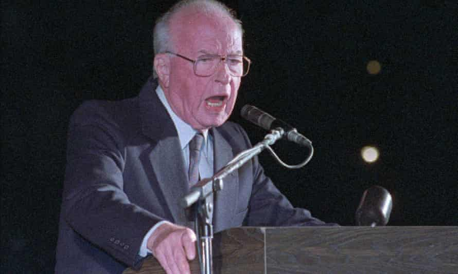 Israeli Prime Minister Yitzhak Rabin speaks to a crowd of more than 100,000 Israelis at Tel Aviv's municipal square, 4 November 1995.