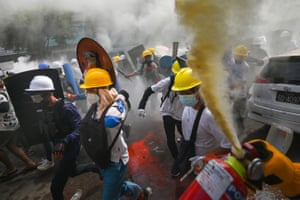 Protesters clash with police in Yangon