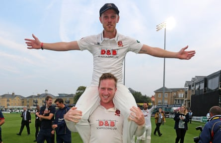 Simon Harmer holds Jamie Porter aloft after Essex finish the season unbeaten.