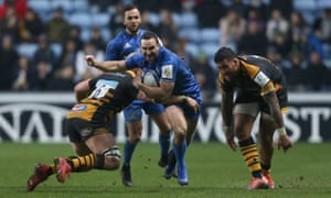 Leinster's Dave Kearney breaks away from Wasps Ben Morris and Nathan Hughes during the Irish province's 37-14 victory.