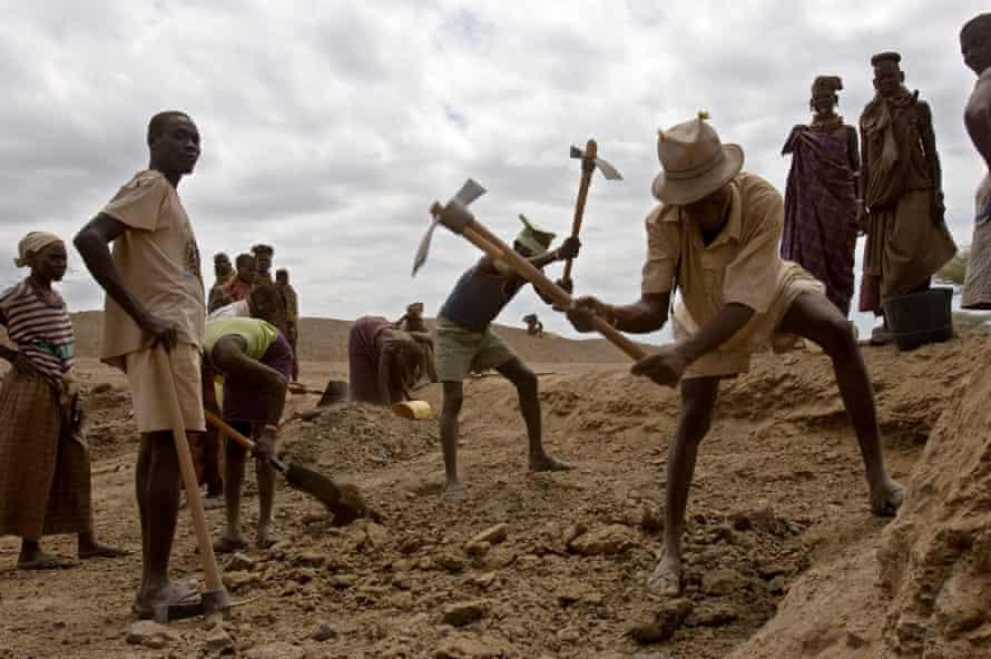 Local Turkana men and women from Kanukurudio dig a new water pan in Northern Kenya.