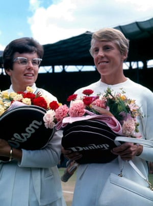 Billie Jean King (left) and Ann Jones stand together before the 1967 Women's final