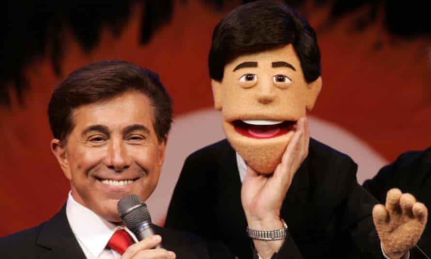 Steve Wynn stands next to puppet made to look like him at a news conference in Las Vegas