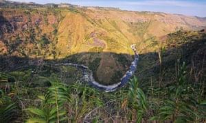The El Mirador Canyon and Magdalena river.