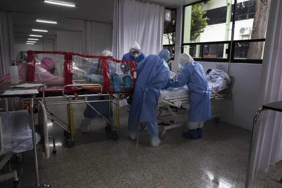Surgeons place a Covid-19 patient in an isolation chamber at a military hospital in Mexico City last month.