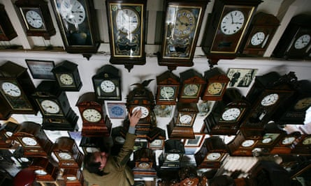 Antique timepieces at a British museum. A new study accounts for the synchronisation of pendulum clocks.