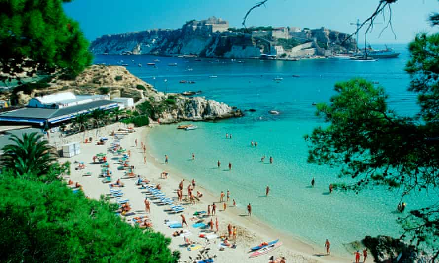White sand and clear water at Cala delle Arene, San Domino