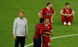 Jürgen Klopp and his players commiserate after the defeat to Real Madrid.