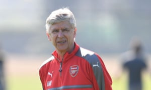 Arsène Wenger alone should not be blamed for Arsenal's poor run of form and continuity is needed, said Alisher Usmanov.