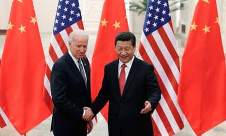 Joe Biden, en tant que vice-président américain, rencontre Xi Jinping dans le Grand Hall du Peuple à Pékin en 2013.