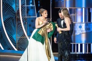 Hildur Guðnadóttir accepting the award for best original score for Joker from Paul Rudd and Jennifer Lopez