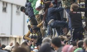 Syrians camp on Turkey-Syria border near Aleppo