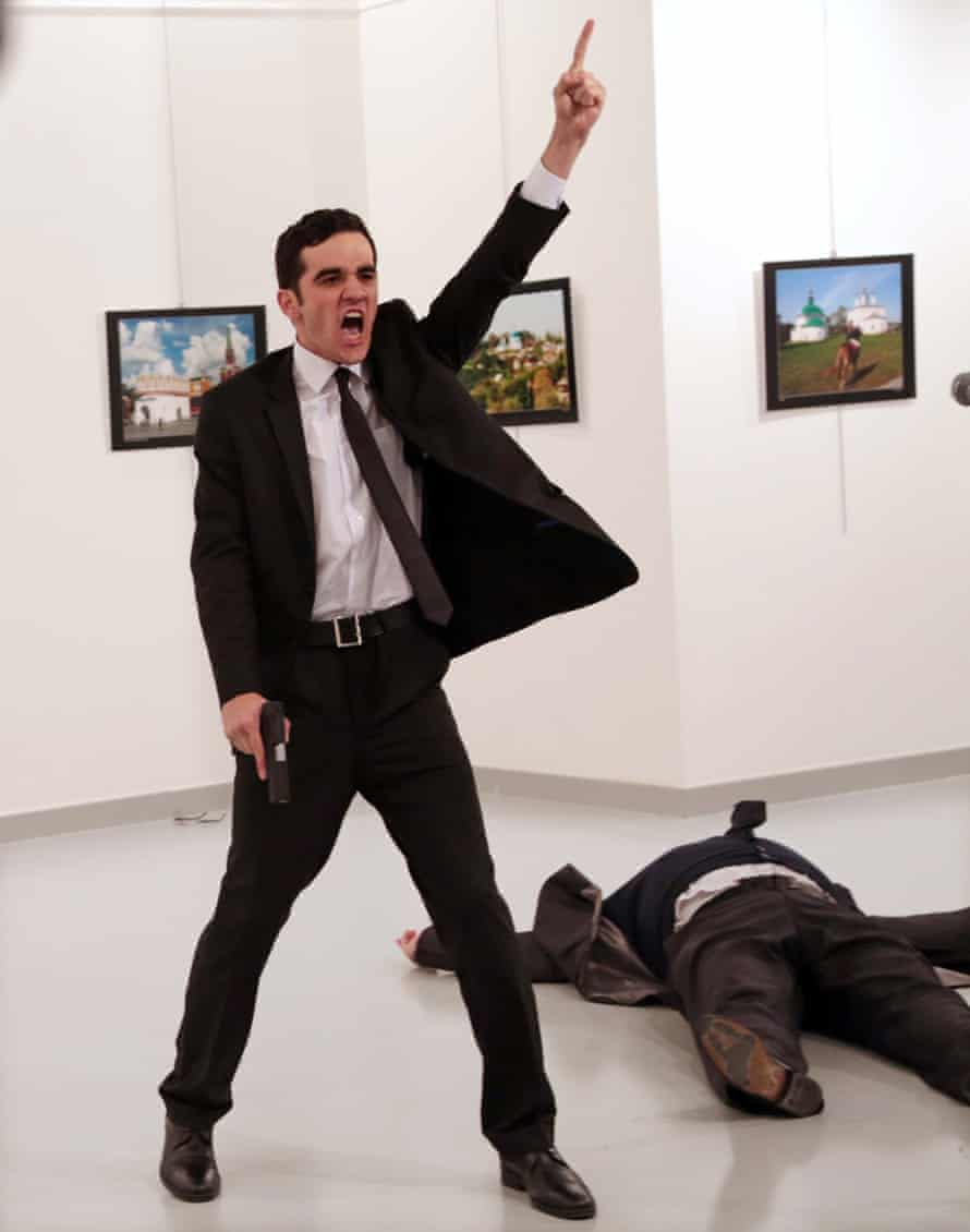 The winning photograph by Burhan Özbilici of Mevlut Mert Altintas standing over Andrei Karlov, the Russian ambassador to Turkey.