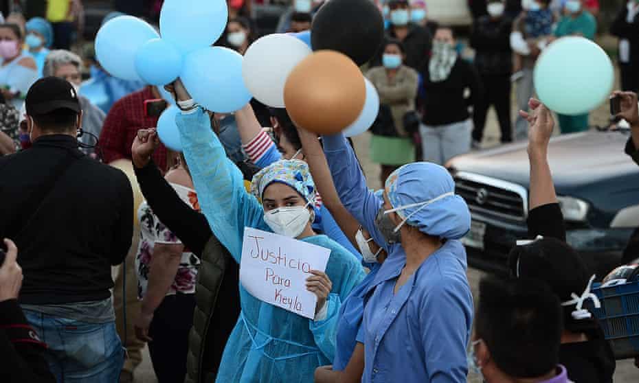 Health workers demand justice on Nurse Keyla Martínez during her funeral in La Esperanza.