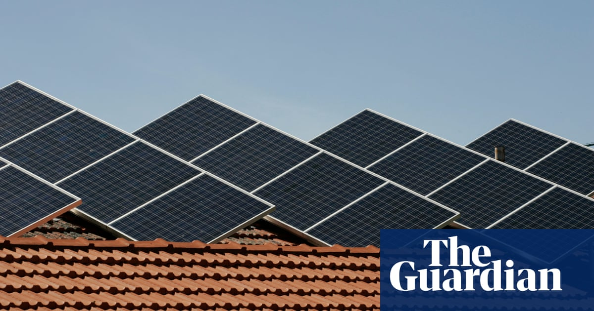 Australian power prices forecast to fall by 7% by 2022 as cost of renewables drops
