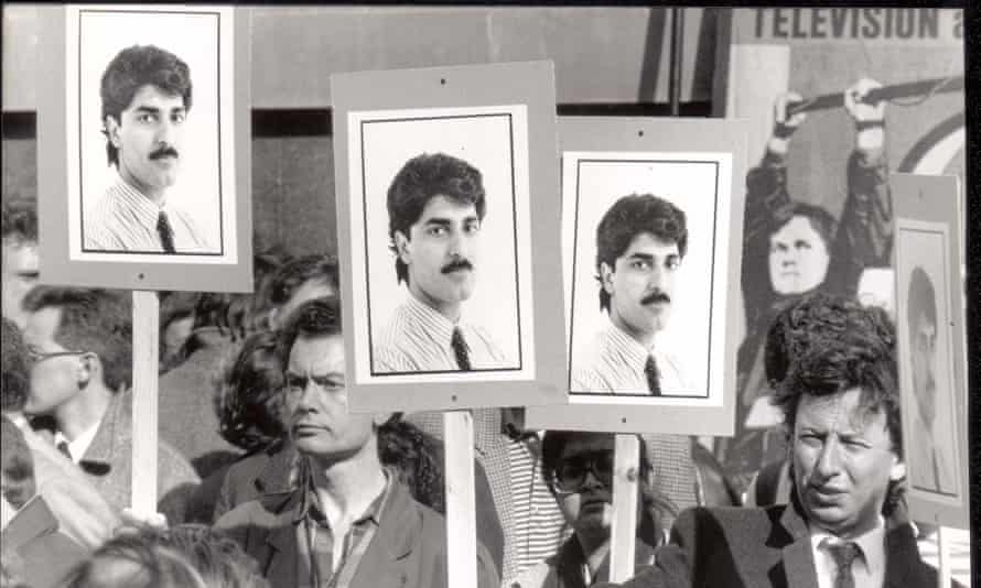 Protests outside the Iraqi embassy in London in 1990 after the announcement of Bazoft's death.
