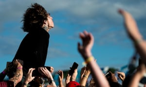Bring me the audience! … Oli Sykes meets his public.