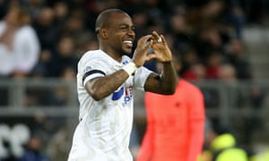 Gaël Kakuta celebrates after scoring for Amiens against PSG earlier this season.