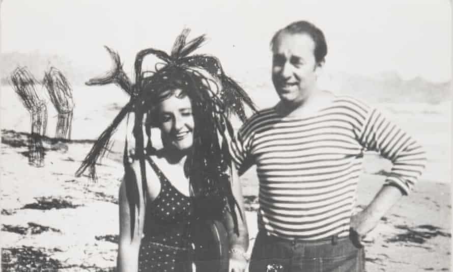 Pablo Neruda with the Spanish painter Maruja Mallo in 1945