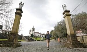 Conor, the writer's son, starting out from the Santuário Nossa Senhora da Aparecida