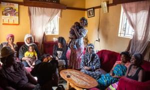 miembros de la vivienda Namuwongo cooperativo