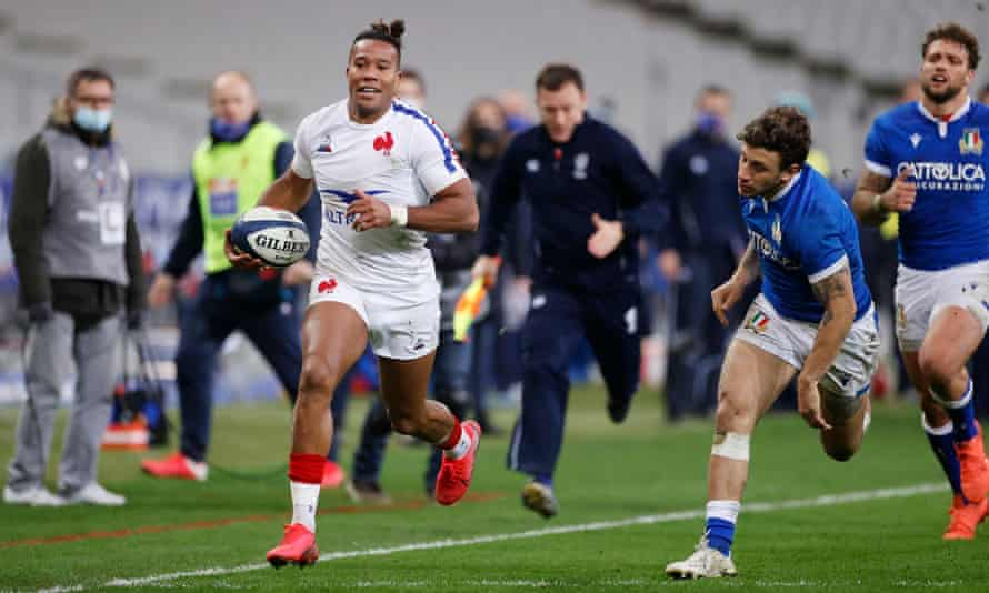 France's Teddy Thomas scores against Italy in October's Autumn Nations Cup. The two sides meet in the Six Nations in Rome on 6 February.