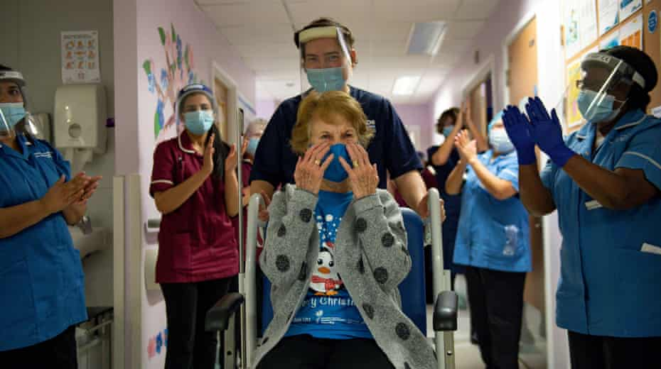 Margaret Keenan receives covid vaccination