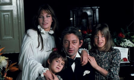 With her father Serge, her mother Jane Birkin and half-sister Kate, 1978.