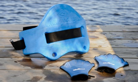 No weight to bear … Aquajogging flotation belt and gloves.