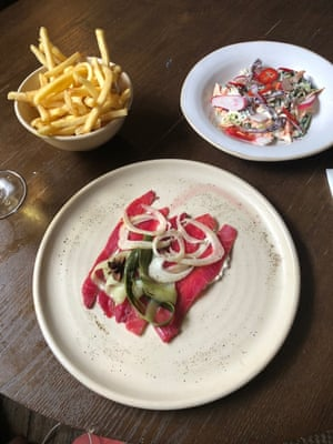 Hot chips, fancy slaw and cured salmon and pickles. I love the menu at The Crown in Woodstock. Simple things done thoughtfully.