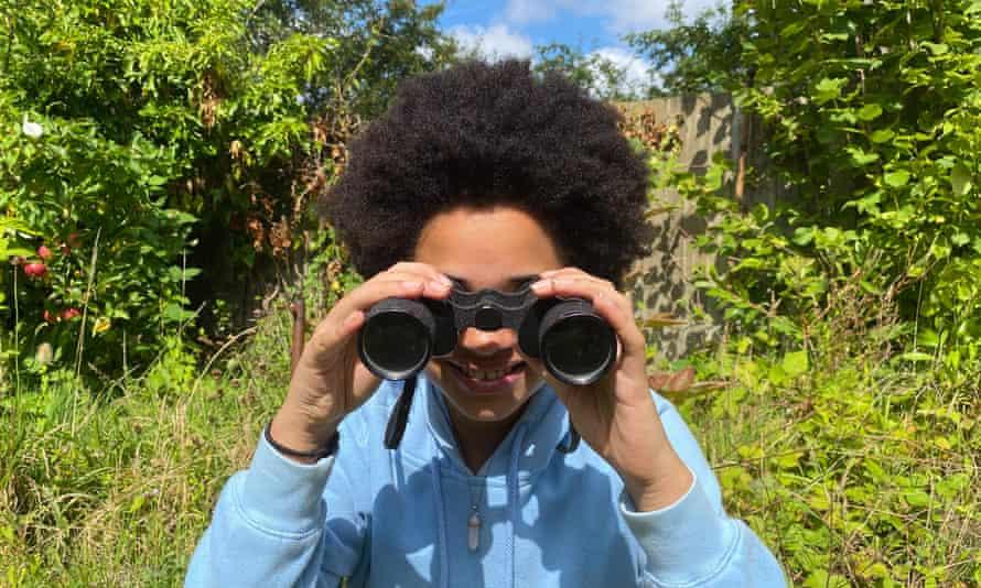 Aphra looking through her binoculars.