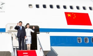 Chinese president Xi Jinping and his wife Peng Liyuan wave upon their arrival in Seattle, USA on 22 September.