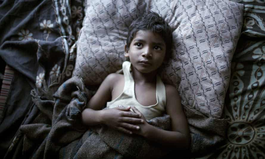 Sunny Pawar as the young Saroo in Lion .