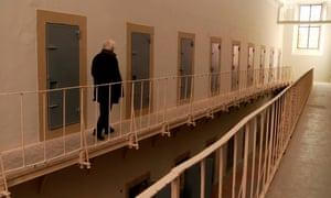 Chato Galante regresa a la celda donde fue encarcelado cuando tenía 24 años.
