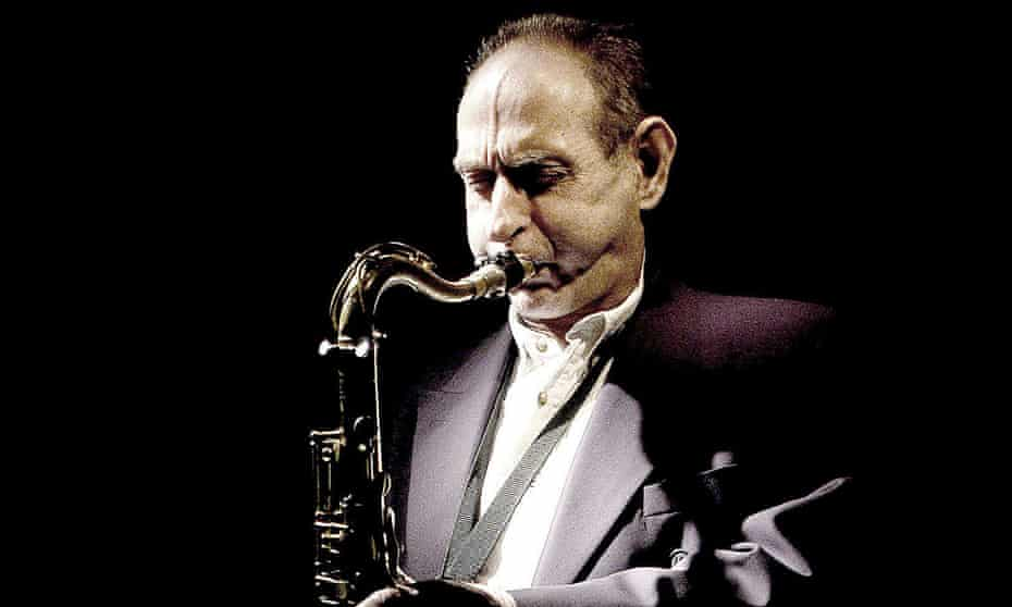 Fitful trills, clipped-note outbursts, startled yelps: Bobby Wellins playing at Ronnie Scott's club in London, 2003.