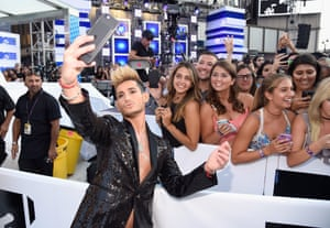 Frankie Grande takes a selfie with fans